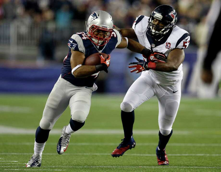 New England Patriots running back Shane Vereen, left, evades a tackle by Houston Texans linebacker Bradie James during the first half of an AFC divisional playoff NFL football game in Foxborough, Mass., Sunday, Jan. 13, 2013. (AP Photo/Elise Amendola) Photo: Elise Amendola, Associated Press / AP