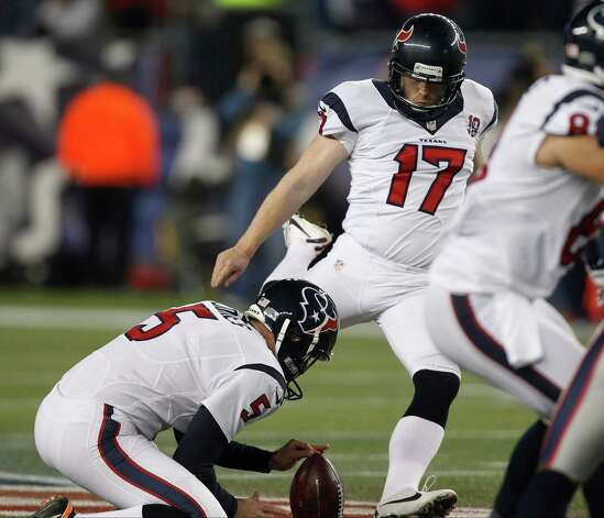 Houston Texans punter Donnie Jones holds as Shayne Graham kicks a 55-yard field goal during the first half of an AFC divisional playoff NFL football game against the New England Patriots in Foxborough, Mass., Sunday, Jan. 13, 2013. (AP Photo/Stephan Savoia) Photo: Stephan Savoia, Associated Press / AP