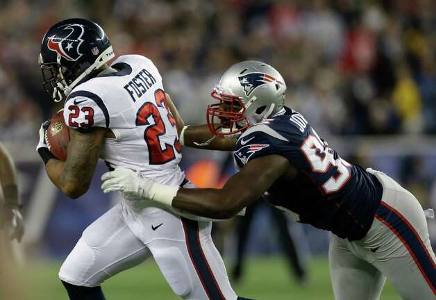 New England Patriots defensive end Chandler Jones, right, tries to tackle Houston Texans running back Arian Foster during the first half of an AFC divisional playoff NFL football game in Foxborough, Mass., Sunday, Jan. 13, 2013. (AP Photo/Elise Amendola) Photo: Elise Amendola, Associated Press / AP
