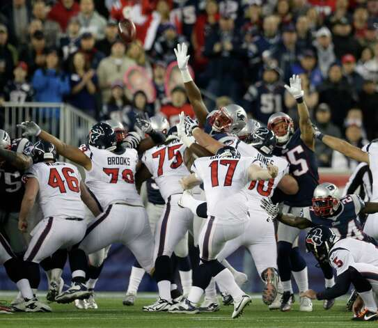 Houston Texans kicker Shayne Graham (17) kicks a 27-yard field goal during the first half of an AFC divisional playoff NFL football game against the New England Patriots in Foxborough, Mass., Sunday, Jan. 13, 2013. (AP Photo/Elise Amendola) Photo: Elise Amendola, Associated Press / AP