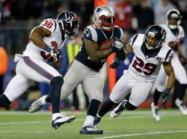 New England Patriots running back Stevan Ridley (22) runs past Houston Texans safeties Danieal Manning (38) and Glover Quin as he scores on an eight-yard touchdown run during the second half of an AFC divisional playoff NFL football game in Foxborough, Mass., Sunday, Jan. 13, 2013. (AP Photo/Elise Amendola) Photo: Elise Amendola, Associated Press / AP