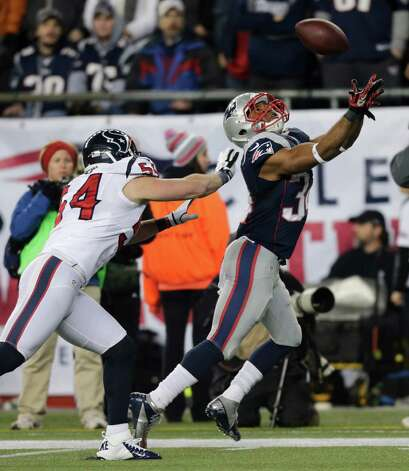 New England Patriots running back Shane Vereen (34) catches a 33-yard touchdown pass while being defended by Houston Texans linebacker Barrett Ruud during the second half of an AFC divisional playoff NFL football game in Foxborough, Mass., Sunday, Jan. 13, 2013. (AP Photo/Charles Krupa) Photo: Charles Krupa, Associated Press / AP
