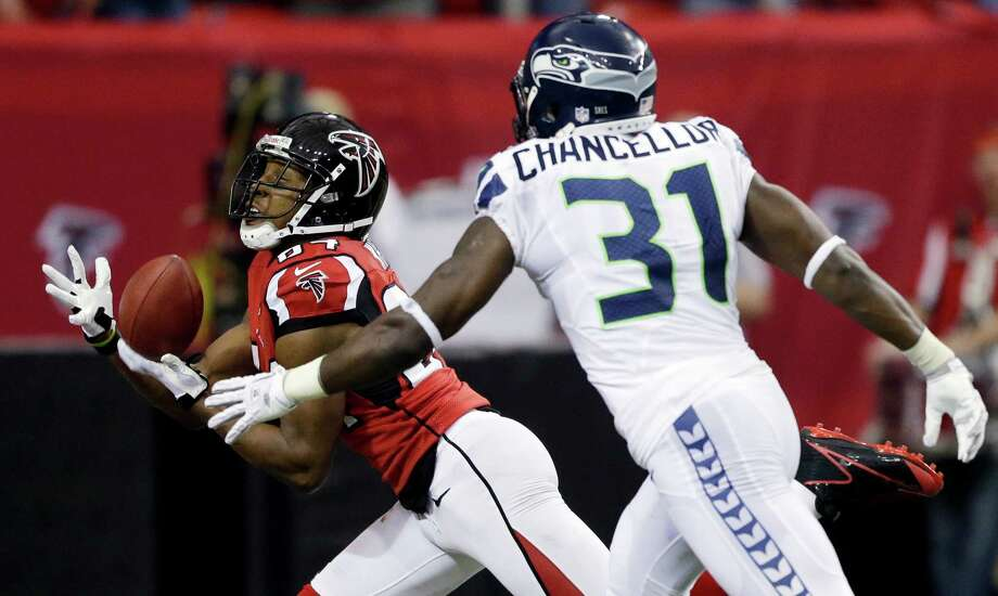 Atlanta Falcons wide receiver Roddy White (84) makes a touch-down catch against Seattle Seahawks strong safety Kam Chancellor (31) during the first half of an NFC divisional playoff NFL football game Sunday, Jan. 13, 2013, in Atlanta. Photo: AP