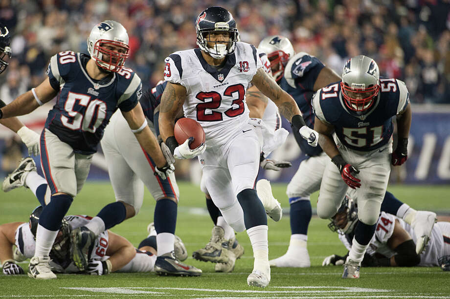 Texans running back Arian Foster (23) runs for a first down against the Patriots during the second quarter. Photo: Smiley N. Pool, Houston Chronicle / © 2013  Houston Chronicle