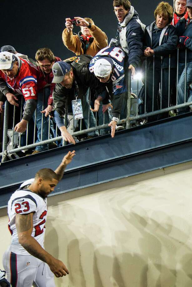 Texans running back Arian Foster gets a hand from the New England Patriots fans as he leaves the field after the Texans loss. Photo: Smiley N. Pool, Houston Chronicle / © 2013  Houston Chronicle
