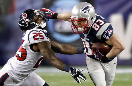 Patriots wide receiver Wes Welker (83) breaks away from cornerback Kareem Jackson (25) after a making a catch during the third quarter.