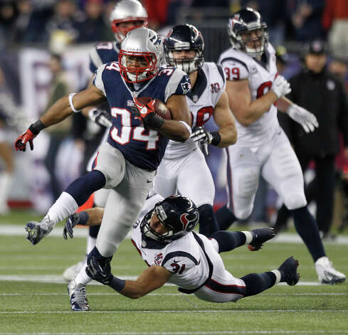 Patriots running back Shane Vereen (34) slips away from the tackle of Texans defensive back Shiloh Keo (31) during the second quarter. Photo: Brett Coomer, Houston Chronicle / © 2013  Houston Chronicle