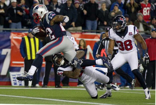 Patriots running back Stevan Ridley (22) scores on an 8-yard run past Houston Texans cornerback Kareem Jackson (25) during the third quarter. Photo: Brett Coomer, Houston Chronicle / © 2013  Houston Chronicle