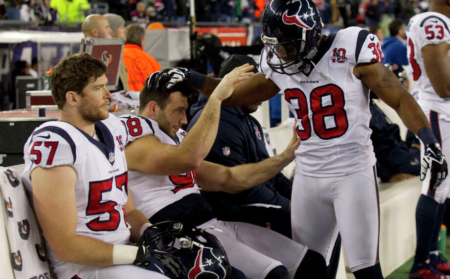 Texans free safety Danieal Manning (38) consoles outside linebacker Connor Barwin (98) on the sidelines during the fourth quarter. Photo: Brett Coomer, Houston Chronicle / © 2013  Houston Chronicle