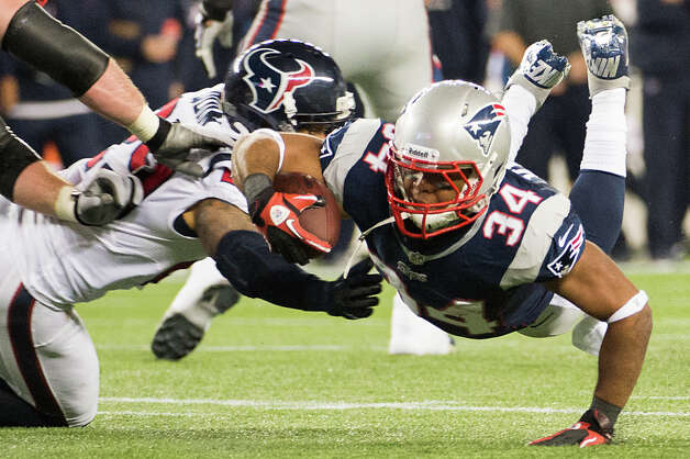 Patriots running back Shane Vereen (34) dives for a first down against Texans strong safety Glover Quin (29) during the second quarter. Photo: Smiley N. Pool, Houston Chronicle / © 2013  Houston Chronicle