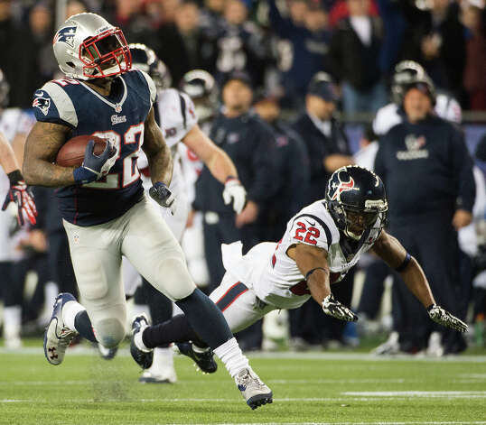 Patriots running back Stevan Ridley (22) gets past Texans cornerback Alan Ball during the third quarter. Photo: Smiley N. Pool, Houston Chronicle / © 2013  Houston Chronicle