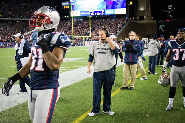 New England Patriots head coach Bill Belichick paces the sidelines during the second quarter. Photo: Smiley N. Pool, Houston Chronicle / © 2013  Houston Chronicle