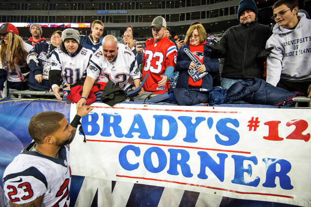 Texans running back Arian Foster gets a hand from the Patriots fans as he leaves the field after the Texans loss. Photo: Smiley N. Pool, Houston Chronicle / © 2013  Houston Chronicle