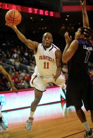 Fairfield's Desmond Wade drives to the basket against Niagara defender Malcolm Lemmons during their MAAC matchup at the Webster Bank Arena in Bridgeport on Sunday, January 13, 2013. Photo: Brian A. Pounds