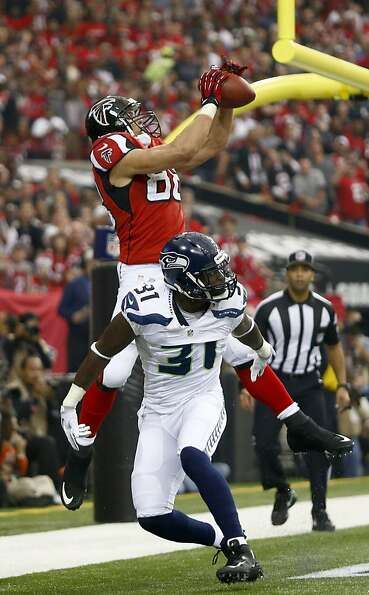 Tony Gonzalez caught a first-quarter touchdown pass in the Falcons' 30-28 win over the Seahawks. It