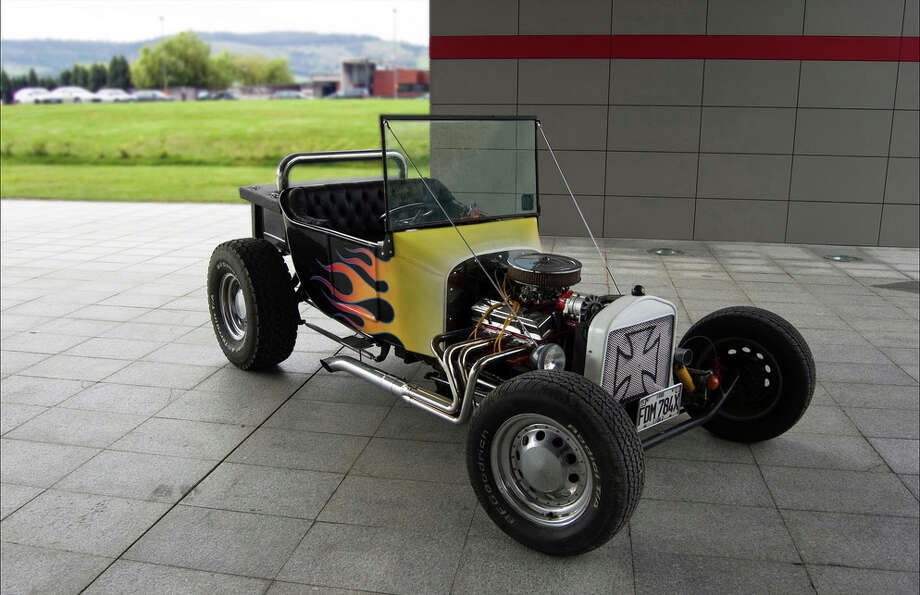 Today, the Ford Model T is still one of the most popular models (often in kit-form) for hot rod customizers.(Photo, Sangre en el hombro de Palas via Flickr.com)