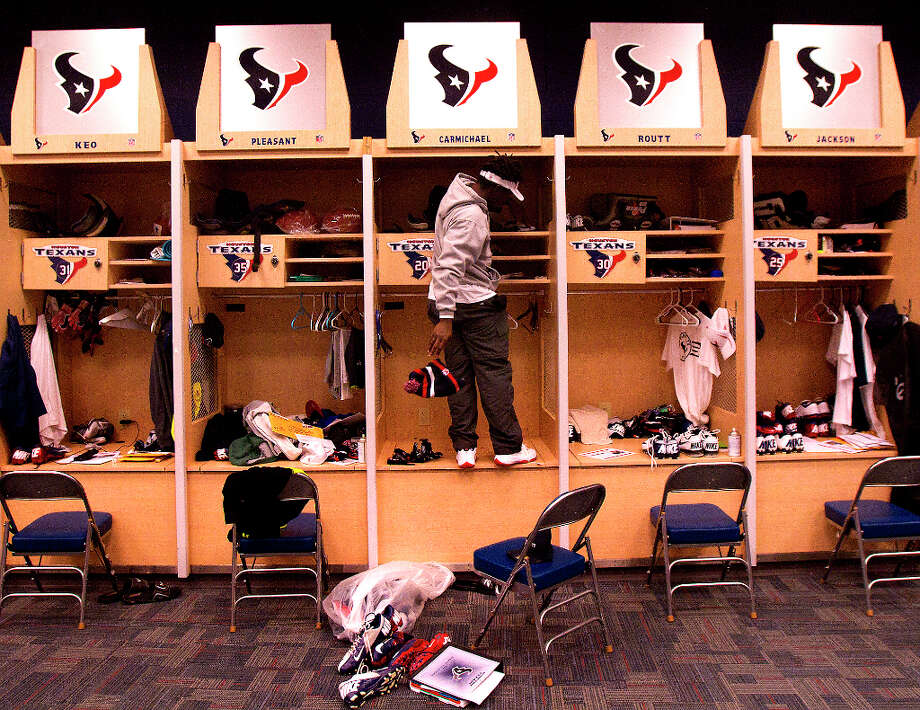 Roc Carmichael cleans out his locker at Reliant Stadium on Monday. Photo: Cody Duty, Houston Chronicle / © 2012 Houston Chronicle