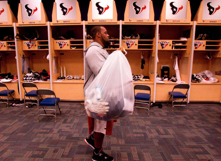 Texans defensive tackle Terrell McClain carries his items from his locker. Photo: Cody Duty, Houston Chronicle / © 2012 Houston Chronicle