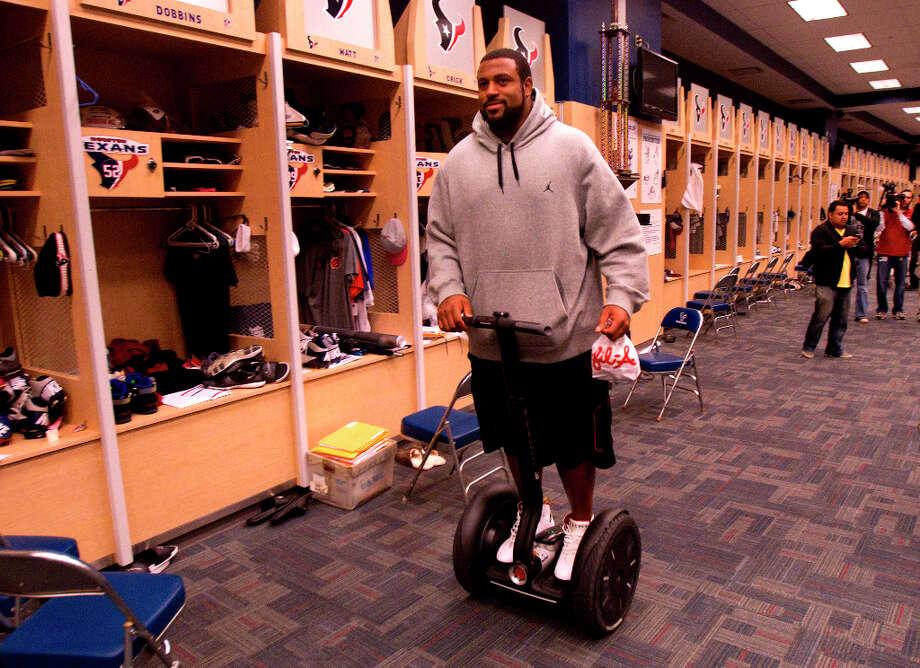 Duane Brown leaves the locker room on a Segway. Photo: Cody Duty, Houston Chronicle / © 2012 Houston Chronicle