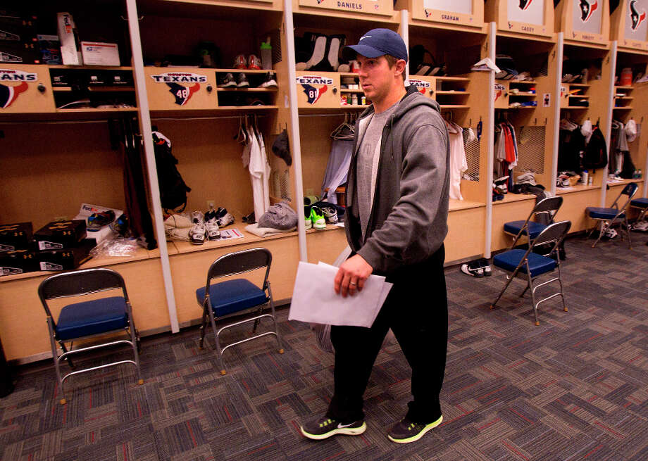 Garrett Graham leaves after cleaning out his locker. Photo: Cody Duty, Houston Chronicle / © 2012 Houston Chronicle
