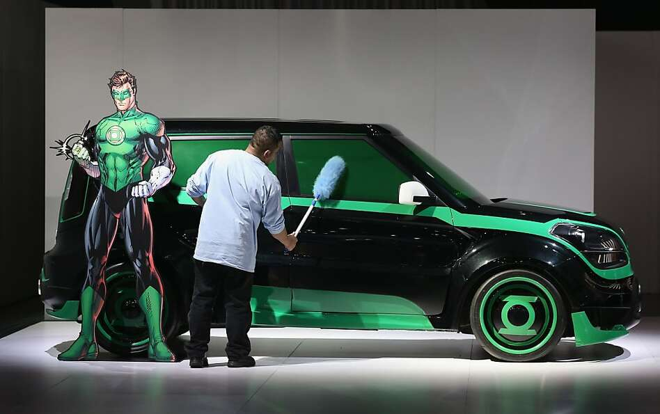 DETROIT, MI - JANUARY 14:  Angel Palizio dusts a Kia Soul with the DC Comics package during the medi
