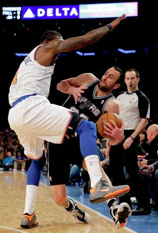 Spurs guard Manu Ginobili (20) tries to stay in bounds as he passes around New York Knicks forward Amare Stoudemire (1) in the first half of their NBA basketball game at Madison Square Garden in New York, Thursday, Jan. 3, 2013. Photo: Kathy Willens, Associated Press / AP