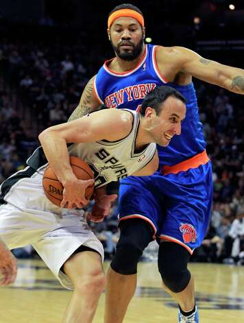 Manu Ginobili tries to sneak under Rasheed Wallace in the second half as San Antonio hosts the New York Knicks at the AT&T Center on November 15, 2012. Photo: Tom Reel, San Antonio Express-News / ©2012 San Antono Express-News