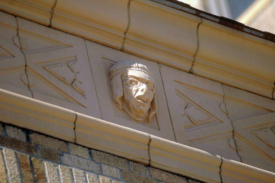 A day spent looking at Houston architecture - more specifically, bas-reliefs - sounds like a day that could quickly become a snooze-fest. But, as columnist Lisa Gray found, it's really not boring at all.
