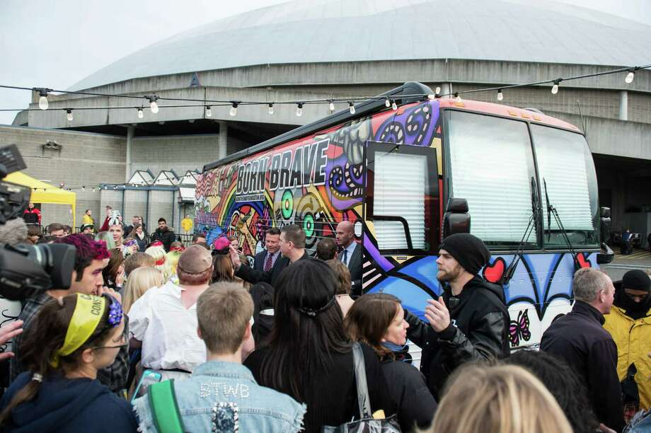 Fans surround Lady Gaga's Born Brave Bus, but in a good way. Photo: CHONA KASINGER, FOR SEATTLEPI.COM / FOR SEATTLEPI.COM