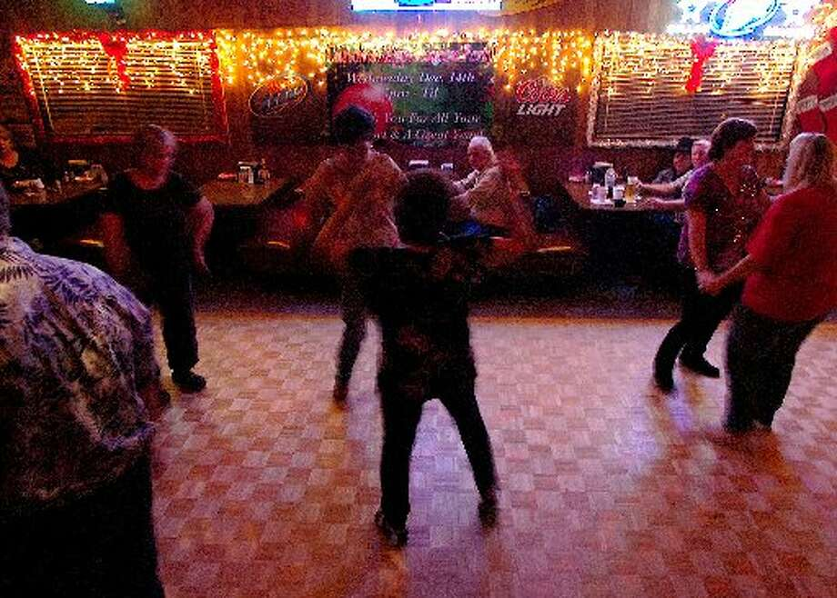 Boudain Hut patrons dance a Sunday night away to the music of Phillip Glyn and Southern Daze. Guiseppe Barranco/cat5