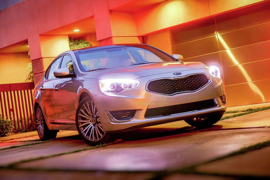 KIA CADENZA: Kia is moving into the North American premium sedan market with the 2014 Cadenza