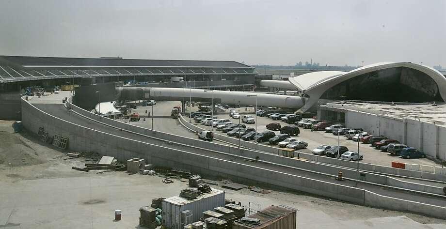 John F. Kennedy International Airport(New York) Photo: Frank Franklin II, AP