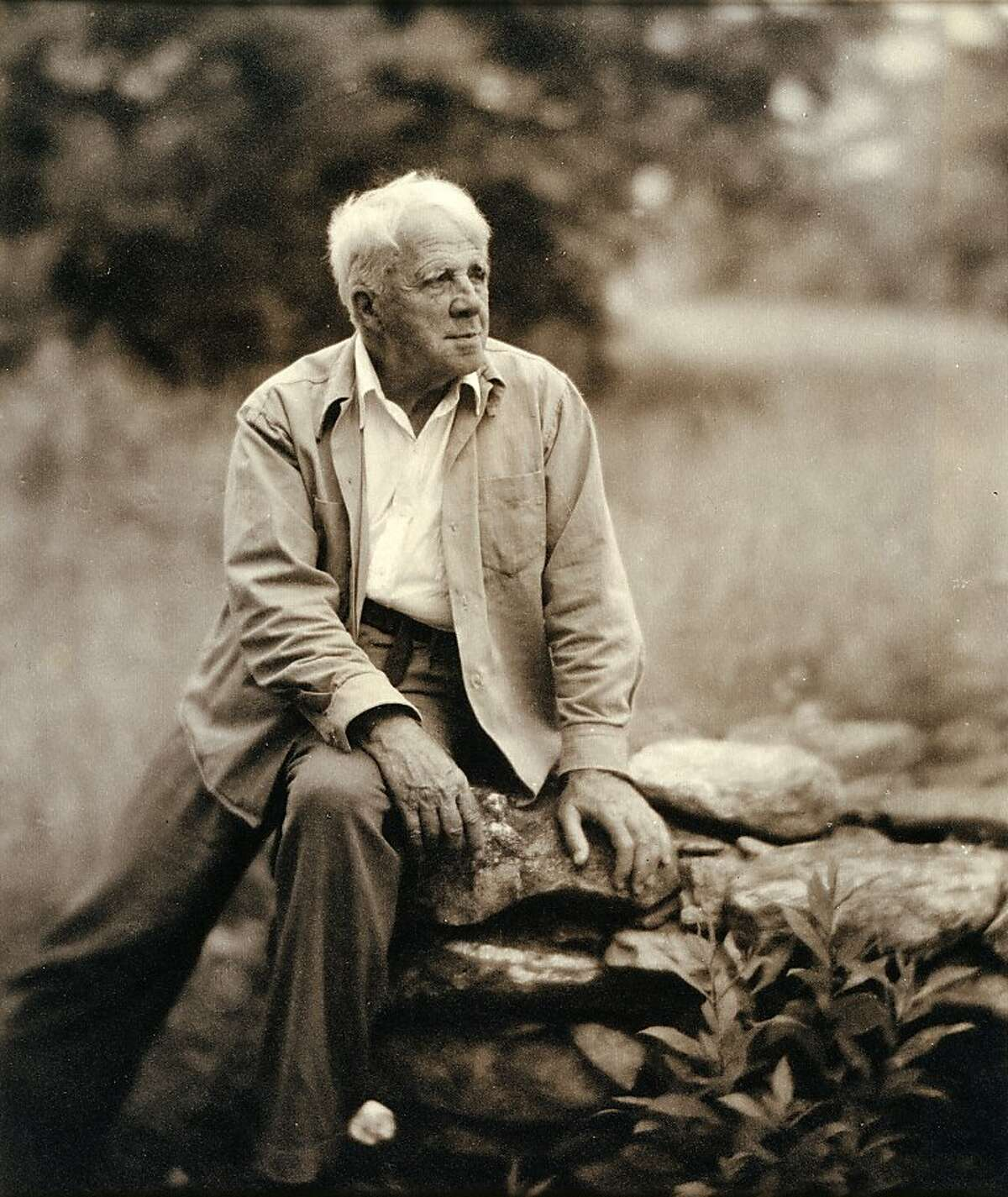 Robert Frost Frost's poetry evokes snowy woods and New England farms, but he grew up here in San Francisco. He was born in the city in 1874; father William edited the San Francisco Evening Bulletin.