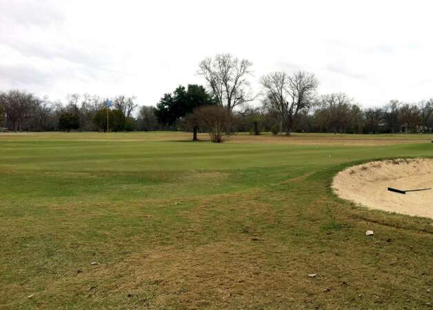The green on No. 7 at Starcke Park Golf Club in Seguin is large and has a rolling feel. Photo: LeAnna Kosub, San Antonio Express-News