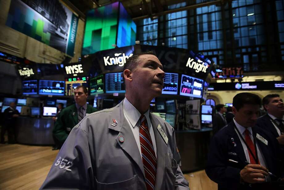 Traders at the New York Stock Exchange watch the monitors showing Apple shares tumbling this week. The stock fell on reports that the tech company ordered fewer iPhone screens. Photo: Scott Eells, Bloomberg