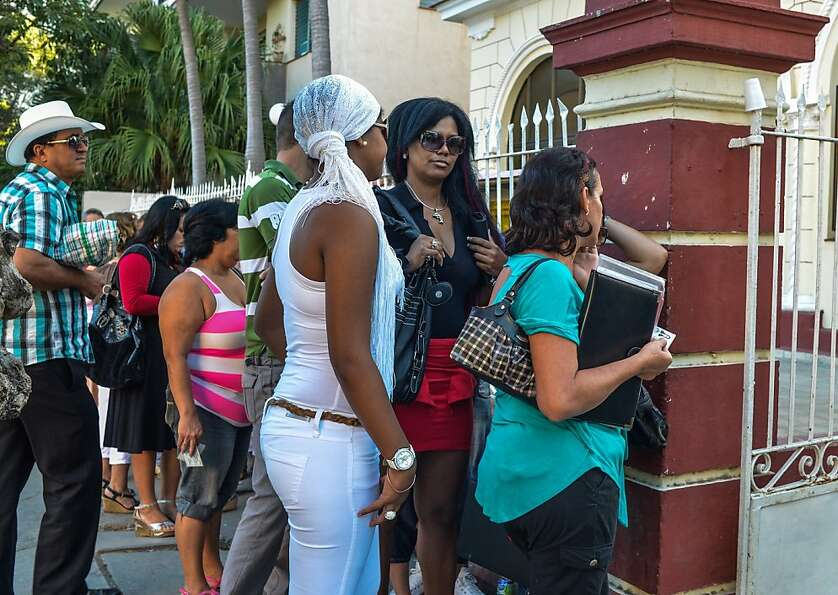 Cubans queue outside a Migration Office to request new passports, on January 14, 2013 in Havana. A l