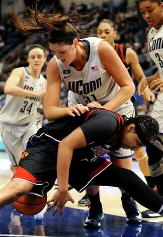 UConn's Stefanie Dolson, top, and Louisville's Monique Reid, scramble for the ball during the first half of an NCAA college basketball game in Hartford, Conn., Tuesday, Jan. 15, 2013. (AP Photo/Jessica Hill)
