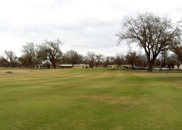 The No. 9 hole at Starcke Park Golf Club in Seguin has a slight dogleg left and a bunker guarding the right edge of the green. Photo: LeAnna Kosub, San Antonio Express-News