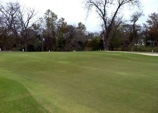 The big green on No. 4 at Starcke Park Golf Club in Seguin includes several elevation changes for a challenge. Photo: LeAnna Kosub, San Antonio Express-News