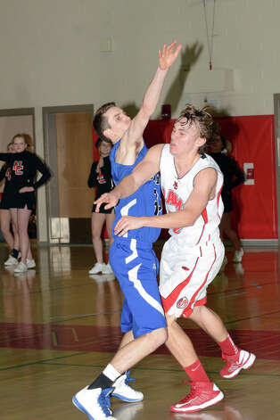 Darien's Ian Burgoyne (32) defends against New Canaan's Erik Jager (32) during the boys basketball at New Canaan High School on Tuesday, Jan. 15, 2013. Photo: Amy Mortensen / Connecticut Post Freelance