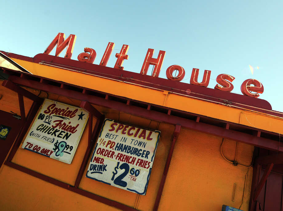 Malthouse, 115 S. Zarzamora St.: This longtime, reasonably priced diner has been serving burgers, malts and more since 1947. themalthouse.cc Photo: ROBIN JERSTAD, For The San Antonio Express-News / SAN ANTONIO EXPRESS-NEWS