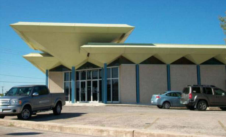 Former Las Palmas Library, 915 Castroville Rd. Photo: Courtesy Photo / San Antonio Historic Design And Review Commission