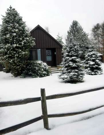 Residents woke up to a blanket of snow in Fairfield, Conn. on Wednesday, Jan. 16, 2013. Photo: Cathy Zuraw / Connecticut Post