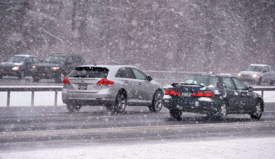 Northway traffic makes its way through Wednesday morning's snow in Clifton Park  Jan. 16, 2013.  (John Carl D'Annibale / Times Union) Photo: John Carl D'Annibale / 00020789A