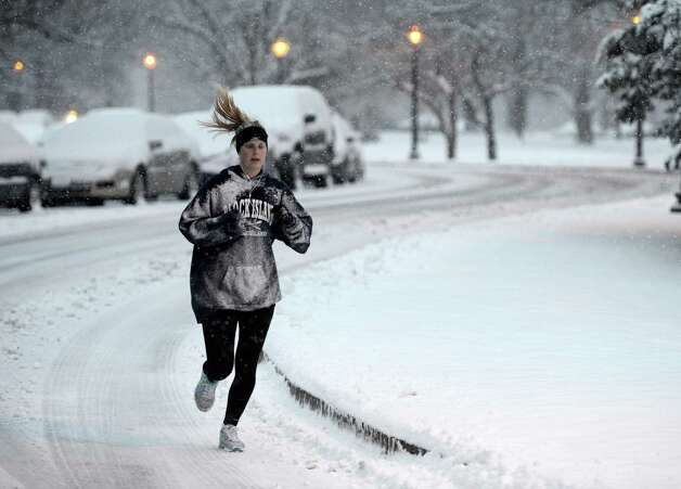 Jessica Oehlke, 27, of Albany jogs in the snow in Washington Park Wednesday morning, Jan. 16, 2013, in Albany, N.Y. (Skip Dickstein/Times Union) Photo: SKIP DICKSTEIN / 00020789A