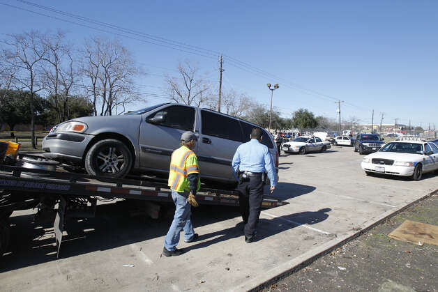 Truck tows away vehicle involved in police chase Wednesday, Jan. 16, 2013. | Cody Duty / Houston Chronicle Photo: .
