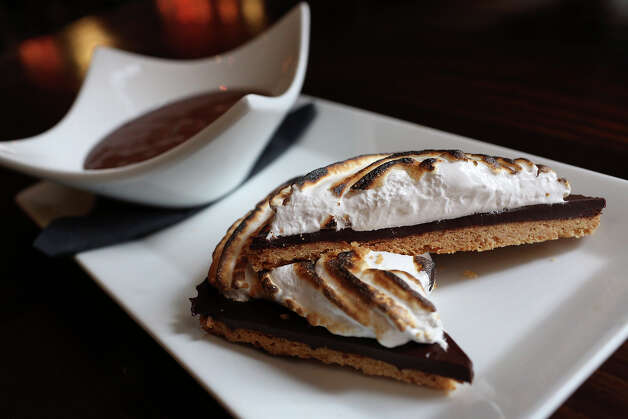 Campfire S'mores at Boiler House. Photo: Lisa Krantz, San Antonio Express-News / San Antonio Express-News
