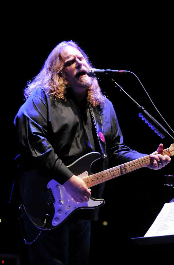 Lead guitarist Warren Haynes performs with The Dead on Friday, April 17, 2009, at the Times Union Center in Albany, N.Y. Their 19-city tour kicked off in Albany tonight. (Cindy Schultz / Times Union) Photo: CINDY SCHULTZ / 00003319A