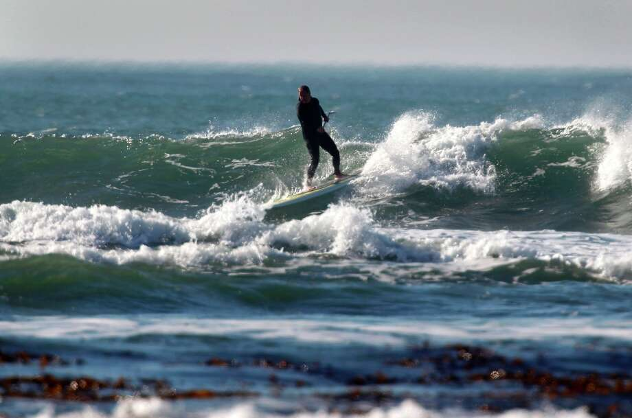 Steve Islander rides a modest wave on a stand up paddle board near the  Maverick's surf site and Half Moon Bay, Calif., on Wednesday, Jan. 26, 2011. Photo: Paul Chinn, The Chronicle / SFC