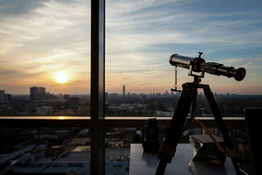 The living room does not need a telescope to take in this spectacular view.  Photo: Michael Paulsen, Staff / © 2012 Houston Chronicle